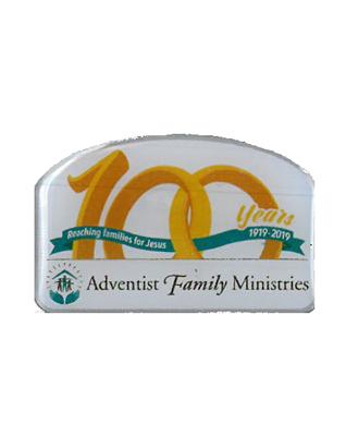 Pin 100 aniversario del Ministerio de la Familia